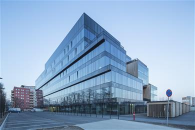 Remarkably efficient Guardian SunGuard® glass clads exterior of Poznan's landmark Pixel Allegro office building. 