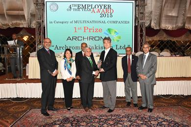 Mujtaba Rahim, CEO, Archroma Pakistan Limited, receiving the EFP 'Employer of the Year' Award from His Excellency Toshikazu Isomaru, Consul General of Japan. (Photo: Archroma)