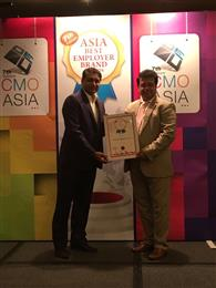 Ravi Bhogaraju, Head of Human Resources Asia and Global Talent & Organization Development, at Archroma receives the award at the 'Asia Best Employer Brand Awards' Ceremony held on August 4, 2016 in Singapore. (Photo: Employer Branding Institute)