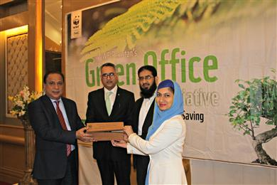 Iffat Zahra and Arshad Mehmood, Archroma, receiving the WWF Pakistan Eco-Innovation Award from Naeem Mughal, Director General, Sindh Environmental Protection Agency, Government of Pakistan. 