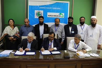 Mujtaba Rahim, CEO of Archroma Pakistan Limited, and Prof. Dr. Mohammad Aslam Uqaili, Vice Chancellor of Mehran University of Engineering & Technology signing documents of the Memorandum of Understanding signed at a ceremony held in Jamshoro, Pakistan. (Photo: Archroma)