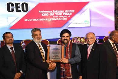 Vaqar Arif, Head of Finance, Pakistan, Archroma, receiving the EFP 'Employer of the Year' Award from Mr. Nasir Hussain Shaha, Sindh Minister of Labor. (Photo: Archroma)
