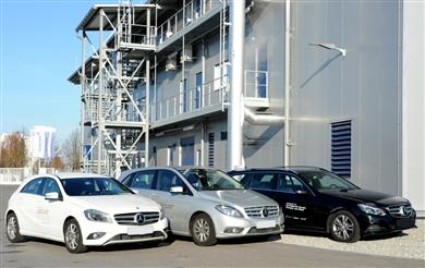Cars in the Mercedes-Benz fleet in front of Clariant's sunliquid® precommercial plant, where cellulosic ethanol is produced from agricultural residues. (Photos: Clariant/Rötzer)