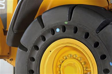 The Brawler HPS Soft Ride, a new solid tire designed and developed specifically for the waste management and recycling industries. (Photo Trelleborg Wheel Systems, TWSPR011)