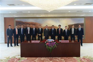 Senior management from Clariant and Sinopec met in Bejing, China to sign the agreements. (Photo: Clariant)