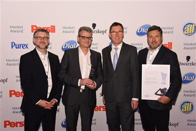 Clariant receives Henkel Best Innovation Contributor Beauty Care Award 2017. From left to right: Gregor Keil, Ralf Zerrer, Thomas Förster, Christian Vang. (Photo: Clariant)