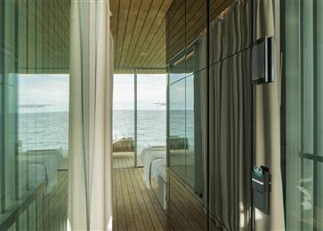 Guardian Glass glazed envelope installed at Punta de Mar, a unique advanced floating accommodation in Spain. 