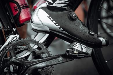 Additively manufactured cleat positioned between shoe and pedal on Stevin Creegan's race bike.